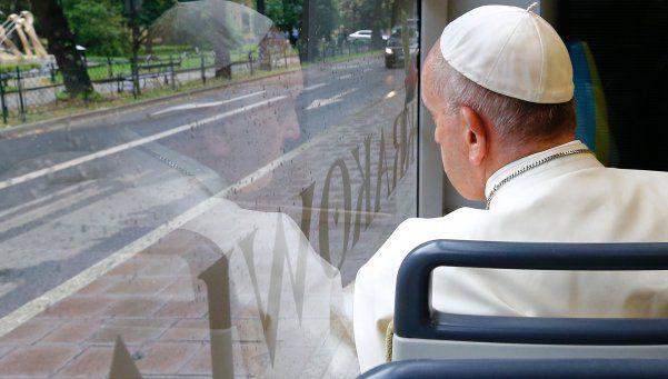 El Papa usó el transporte público para asistir a un acto