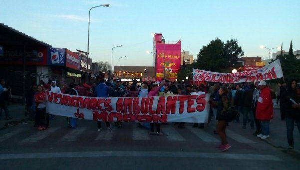 Morón: nueva protesta de vendedores ambulantes