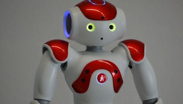"""Gardelito, el robot """"made in Argentina"""" que dialoga y baila"""