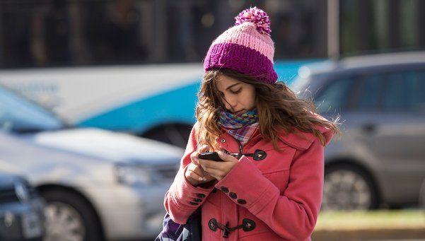Siete de cada diez argentinos con celulares son menores de 25 años