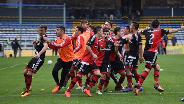 Newells venció por penales a Central en otro final caliente