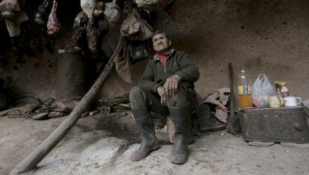 Un tucumano cumple 40 años viviendo en una cueva