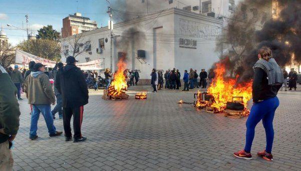 Tensión por conflicto con ambulantes en Morón