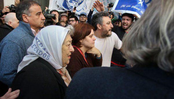 Hebe esquiva la orden de detención y advierte: Macri, pará la mano
