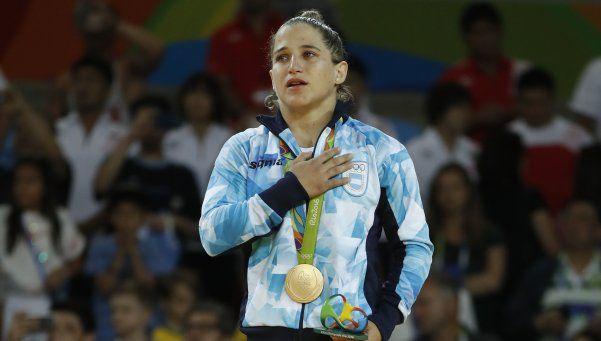Las lágrimas de Oro de Paula Pareto en el momento del himno