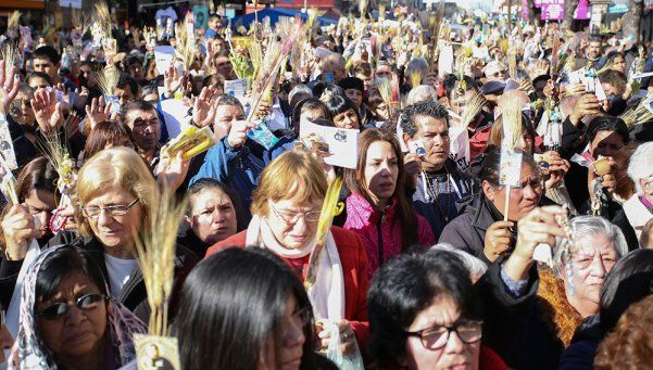 San Cayetano recibió a miles de fieles y una carta del Papa