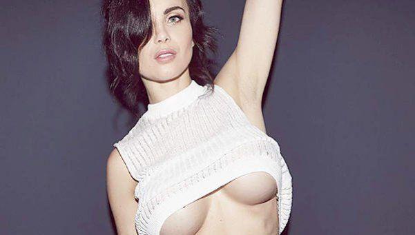 En bombacha, Emma Glover deslumbró con otro topless muy hot