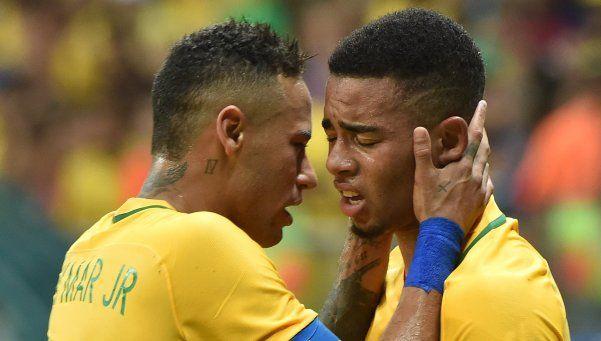 El Brasil de Neymar se despertó a tiempo y se metió en cuartos