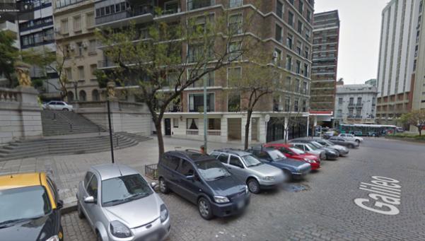 Cinco hombres abusaron a una joven en un departamento en Recoleta
