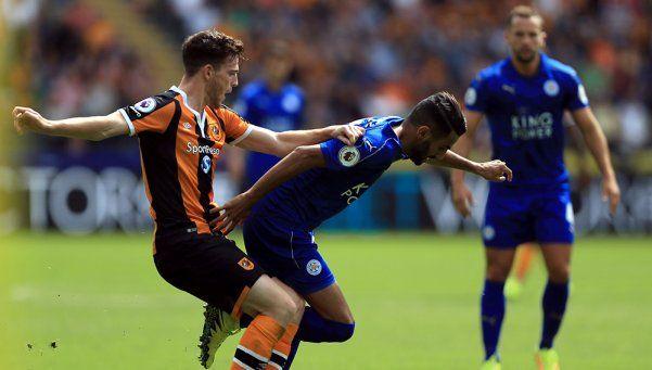 El campeón Leicester arrancó la Premier con el pie izquierdo