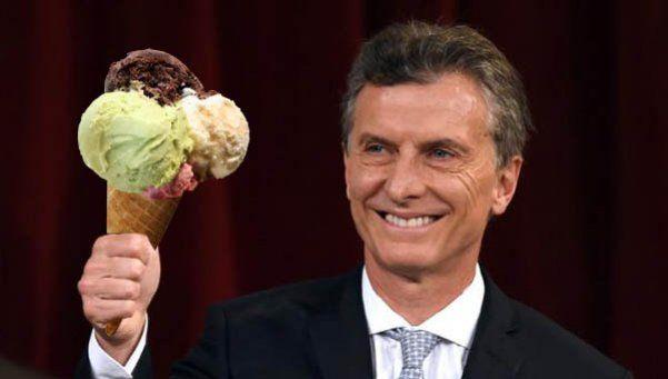Antojo vacacional: Macri fue a comprar helado