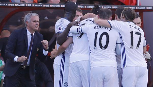 Premier League: gol de Zlatan y victoria en el debut de Mourinho con United