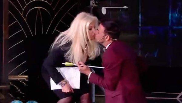 Martín Bossi le robó un beso a Susana en pleno show