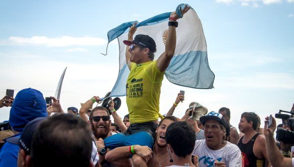 Lele Usuna, el primer campeón del ciclo olímpico del surf