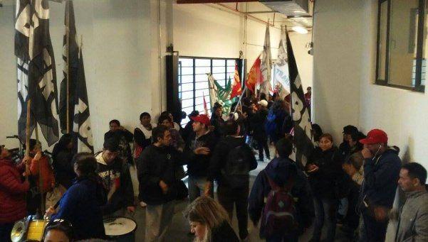 Organizaciones sociales ocupan el ministerio de Espacio Público porteño