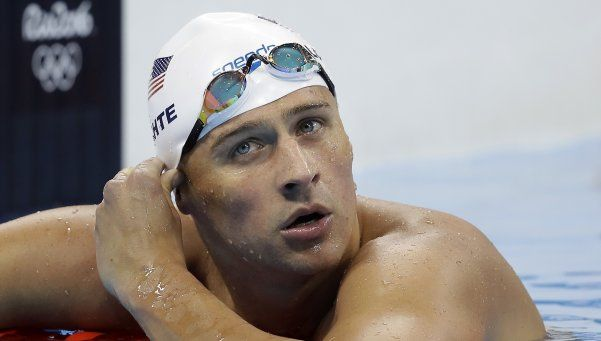 ¿Por qué dos nadadores estadounidenses no pueden salir de Brasil?