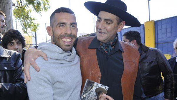 El Chaqueño Palavecino presentó su disco con asado y música en Boca