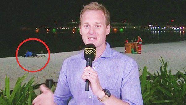Tenían sexo en la playa de Río mientras notero hacía salida al aire