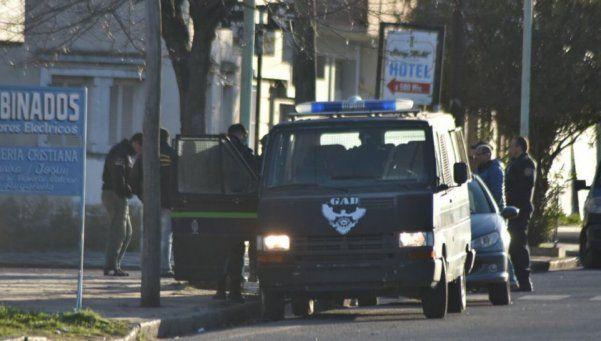 Con escopeta en mano, un penitenciario se atrincheró en una casa de Olavarría