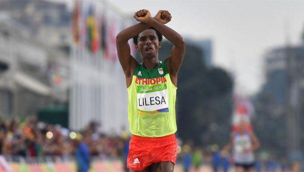 El maratonista que ganó la plata: Si vuelvo a mi país tal vez me maten