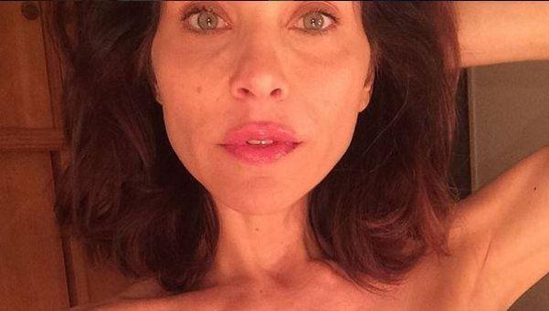 La estremecedora foto de una actriz argentina que sobrevivió al cáncer