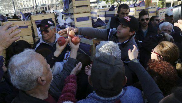 La protesta frutícola se hizo bandera de la oposición
