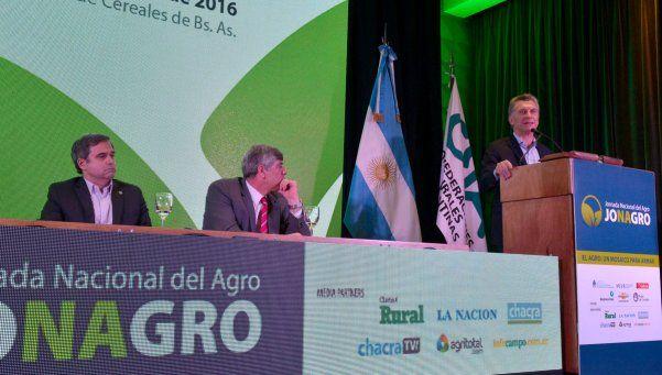 Macri, con guiños al campo y críticas al empleo público