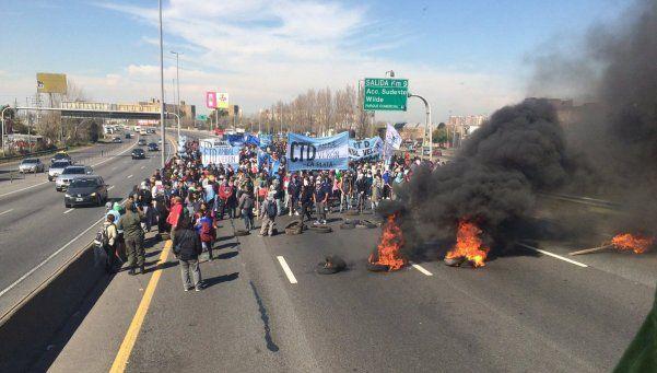 Liberaron la autopista Buenos Aires-La Plata tras varios incidentes