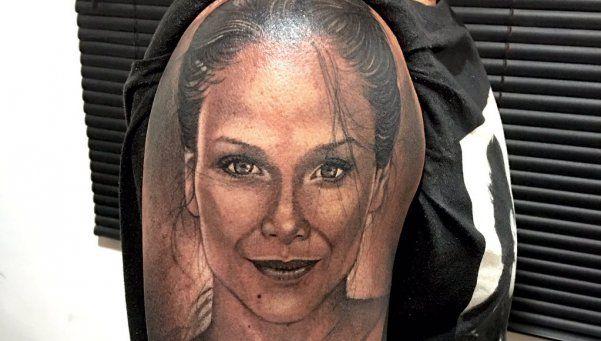 La quiere tanto que se hizo un tatuaje de Barbie Vélez