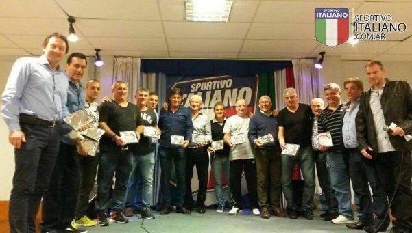 Italiano: va recuperando delanteros para visitar al Docke