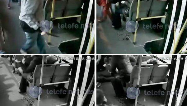 Video | Estremecedor: roban en un colectivo y apuñalan a pasajera
