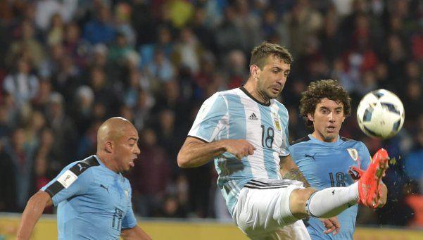Pratto, lejos del gol y cerca del juego en equipo