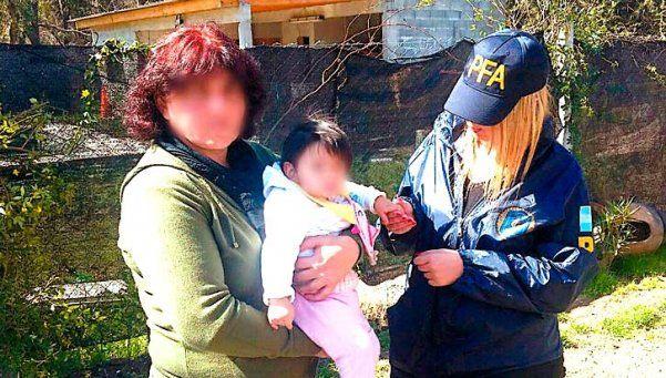 La detienen acusada de secuestrar a una niña