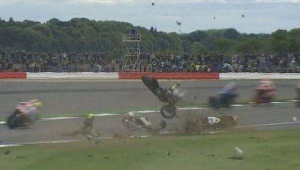 Impactante accidente paralizó al MotoGP de Silverstone