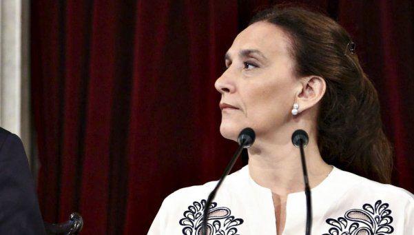 Ordenan secuestrar libros de la fundación de Gabriela Michetti
