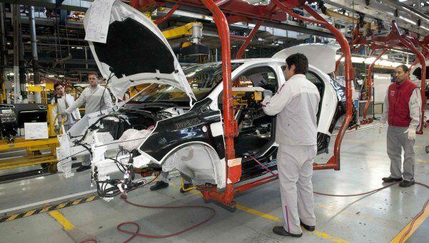 La industria se desplomó 5,7 por ciento en agosto