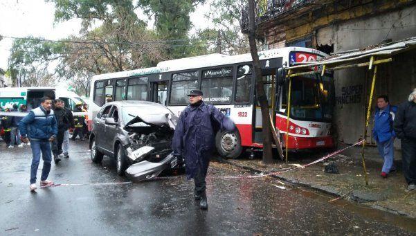 Chocó un colectivo en La Boca: hay 15 heridos