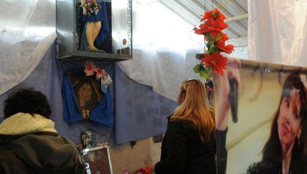 Homenajes a Gilda en el santuario y en la Chacarita