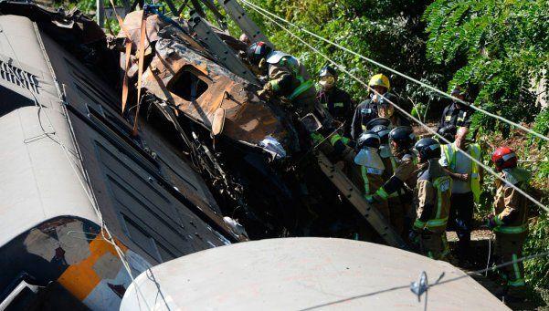 España: 4 muertos al descarrilar un tren en Galicia