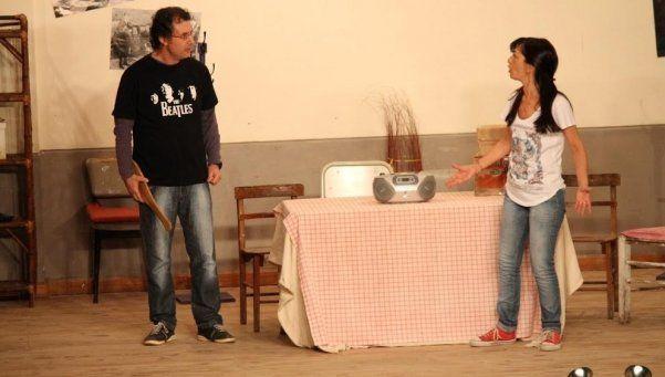 Teatro  a cargo  de docentes en escuela de Berazategui