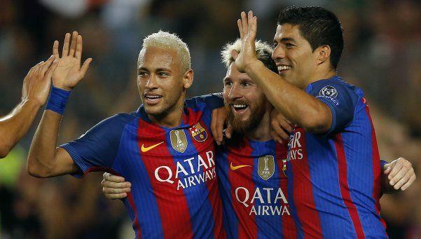 Messi la rompió con un hat trick y Barcelona volvió al triunfo