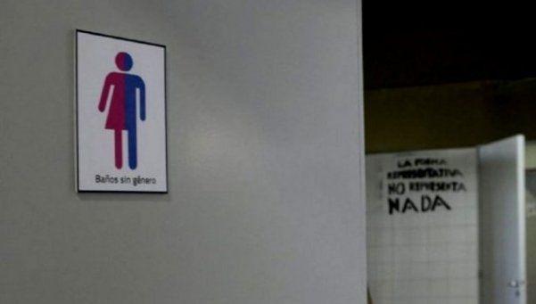 Inauguran baños sin género en una facultad de Rosario