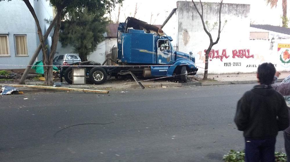 Video | Así chocó el camión que provocó la muerte de padre e hijo
