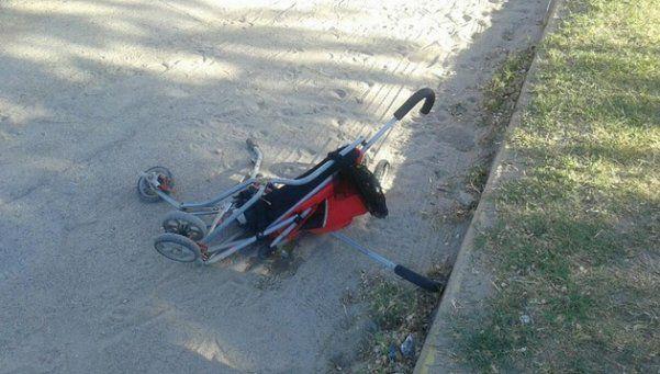 Embistió con su moto el cochecito de una beba y la mató