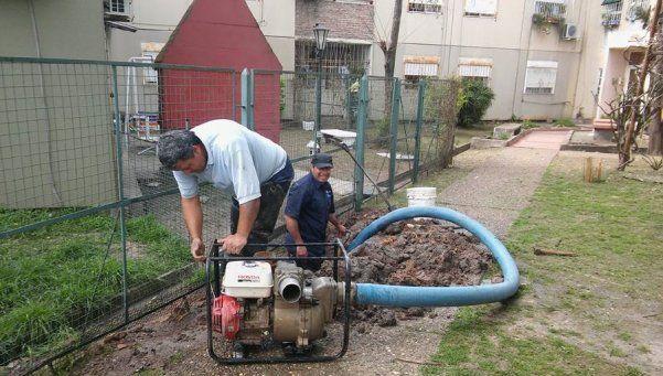 En Don Orione llega agua al tanque gracias a un trabajo mancomunado
