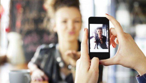 ¿Cómo guardar todas tus fotos sin que ocupen espacio en tu celular?