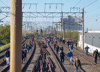 Mañana complicada en el Roca: trenes sin servicio y pasajeros en las vías