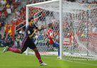 Barcelona, sin Messi, vapuleó al débil Sporting Gijón