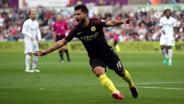 Con dos goles del Kun, el City venció al Swansea
