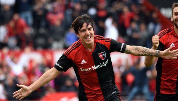 Newells venció a Atlético Tucumán en Rosario y se prendió arriba